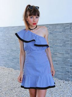 ootd with striped one shoulder dress: http://jointyicroissanty.blogspot.com/2017/08/stripes.html