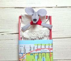 Piccoli animali in feltro di pura lana pupazzo topolino mappa rosso by Atelierpompadour #italiasmartteam #etsy
