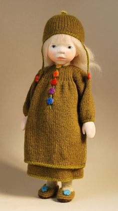 Girl In Olive Green -February 2013 by Elisabeth Pongratz at The Toy Shoppe Knitting Dolls Clothes, Knitted Dolls, Doll Clothes, Doll Toys, Baby Dolls, Doll Maker, Wooden Dolls, Waldorf Dolls, Vert Olive
