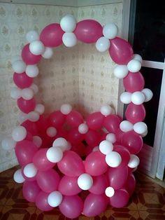 Balloon basket sculpture