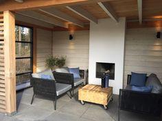Deze zwarte tuinmeubelen z… – Потолок – tafel Outdoor Living, Outdoor Decor, Garden Inspiration, Corner Desk, Pergola, Home And Garden, Patio, Landscape, Room