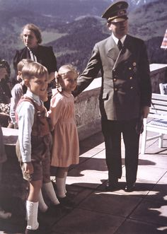 Nazi Third Reich Hitler Posing With Children At The Eagles Nest History Of Germany, German Soldiers Ww2, Germany Ww2, The Third Reich, Sound Of Music, Historical Photos, World War Ii, Wwii, Color Pictures
