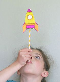 Science for Kids: Making Straw Rockets by BuggyandBuddy: Free template. Science for Kids: Making Straw Rockets by BuggyandBuddy: Free template. Kid Science, Preschool Science, Space Theme Preschool, Science Party, Summer Science, Earth Science, Science Activities, Science Projects, Oral Motor Activities
