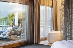 Rooms at the Ritzenhof hotel in Saalfelden feature marvellous mountain views. Haus Am See, Hotel Spa, Mountain View, Curtains, Room, Home Decor, Recovery, In Love, Couple