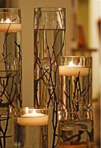 moderne Kerzendekoration mit Gläsern