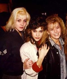 Alyssa Milano hanging out with Christina Applegate and Nicole Eggert back in 1988 Nicole Eggert, Lil Peep Beamerboy, Christina Applegate, Tv Girls, Gypsy Women, Beautiful Young Lady, Alyssa Milano, Celebs, Celebrities