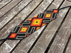 This Pin was discovered by R G Native Beading Patterns, Beaded Bracelet Patterns, Bead Loom Designs, Bead Loom Patterns, Beaded Hat Bands, Bead Loom Bracelets, Native American Beadwork, Bead Embroidery Jewelry, Seed Bead Jewelry