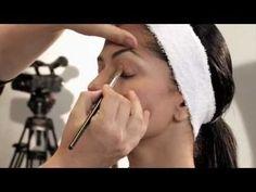 A continución te presentamos nuestro curso de maquillaje para iniciar tus conocimientos de forma seria y profesional. Puedes comenzar ahora mismo a aprender Makeup Tips, Eye Makeup, Mary Kay, Beauty Hacks, Hair Beauty, Make Up, Youtube, Videos, Maje