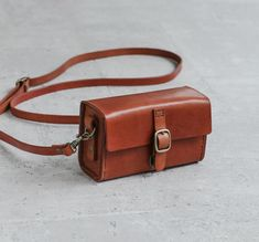 Classy hand stitched light brown caramel leather camera case