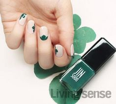 In seek out some nail designs and ideas for the nails? Here is our list of 32 must-try coffin acrylic nails for trendy women. St Patricks Day Nails, Super Nails, Green Nails, Nail Art Diy, Manicure And Pedicure, Manicure Ideas, Nails Magazine, Simple Nails, Toe Nails