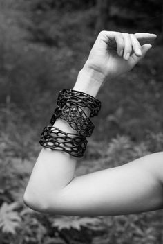 Porous Bracelet - black or white nylon 3d-printed bangle - Nervous System - 51€