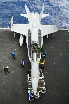 F-18 embarcado