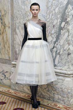 Monique Lhuillier Fall 2009 Ready-to-Wear Fashion Show - Ranya Mordanova