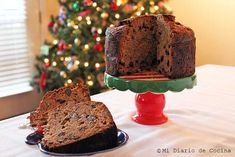 Delicious and simple recipe of German fruit cake, ideal to enjoy in December. White Wedding Cakes, Wedding Cakes With Flowers, Flower Cakes, Gold Wedding, Chocolates Gourmet, Chilean Recipes, Pan Bread, Round Cakes, Cake Designs