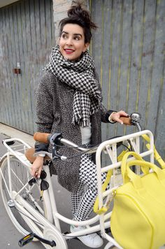 http://www.helloitsvalentine.fr/1124622/white-christmas/ - TulipBikes bicycle holland bike & Rocco Alexander Wang yellow bag