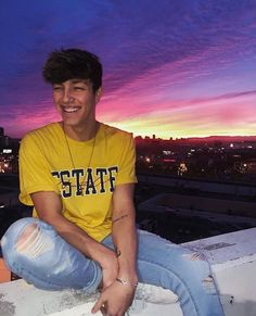 Discovered by :・゚✧ 𝗹𝘂𝗸𝗮𝘀𝘀. Find images and videos about tayler holder on We Heart It - the app to get lost in what you love. Taylor Holder, James Thompson, Boy Celebrities, Cute Teenage Boys, Perfect Boy, Foto Pose, Future Boyfriend, Celebrity Crush, Celebrity Guys