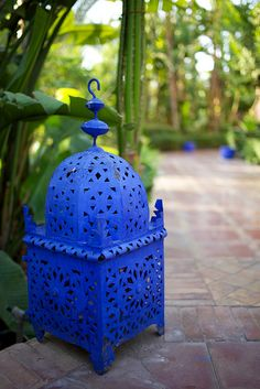 Moroccan Lantern, I should spray paint my out door lanterns blue. Moroccan Design, Moroccan Decor, Moroccan Style, Moroccan Room, Moroccan Blue, Moroccan Garden, Love Blue, Blue And White, Easy Shots
