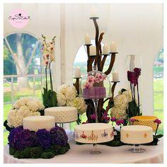 Voici un exemple de la table de gâteaux de mariages incroyables que CupSiCake peut créer pour vous.