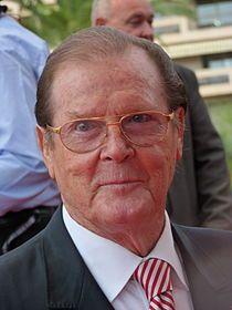 Sir Roger George Moore (nacido en Londres el 14 de octubre de 1927) es un actor de cine y televisión británico. Moore es más conocido por su interpretación en la serie El Santo desde 1962 hasta 1969 y por ser el sucesor de Sean Connery en el papel del espía británico James Bond desde 1973 hasta 1985. Moore es actualmente embajador de Unicef desde 1991.