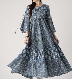 Pakistani Fashion Casual, Abaya Fashion, Muslim Fashion, Boho Fashion, Fashion Dresses, Kurti Neck Designs, Kurta Designs Women, Linen Dresses, Casual Dresses