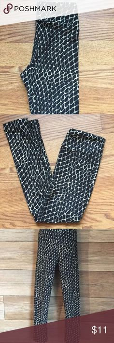 """Lularoe Kid's Leggings Black & White Snake Print Great condition-only worn by my little boy once for about an hour. No tag.   Approximate Measurements: Size: S/M (In Lularoe size, this could be 2T-6 as shown in photos) Waist: 16"""" (unstreched) Inseam: 16""""  Outseam: 23 1/2""""  Please note this is a USED item, so please check photos thoroughly, as they are part of description.  Pre-owned/used clothing items are photographed and listed to the best of my ability in order to show each item's true…"""