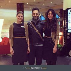 El cantante Jorge Drexler, huésped en el Hotel Silken Indautxu Bilbao, con las recepcionistas del hotel Samantha Ciaccio y Tania Lopez. http://www.hoteles-silken.com/hoteles/indautxu-bilbao/