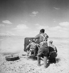 A anti-tank gun being manned by members of Rifle Brigade, 24 March Pin by old poop stain British Soldier, British Army, North African Campaign, Afrika Korps, Ww2 Photos, Local Hero, War Photography, Military Diorama, Military Veterans