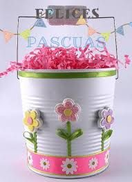 Create this beautiful Easter pail entirely out of reused household items. It woulld be a great hostess gift or decorative Easter basket. Aluminum Can Crafts, Tin Can Crafts, Diy And Crafts, Easter Projects, Easter Crafts For Kids, Easter Baskets To Make, Tin Can Art, Recycled Crafts, Recycled Clothing