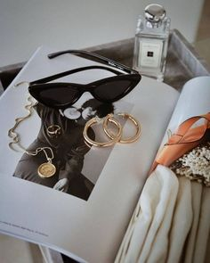 Jewerly Gold Design Jewels 45 Ideas For 2019 Flat Lay Photography, Jewelry Photography, Fashion Photography, Product Photography, Photography Ideas, Diy Schmuck, Schmuck Design, Foto Magazine, Jewelry Accessories