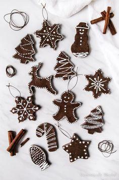 DIY Cinnamon Salt Dough Ornaments DIY Cinnamon Salt Dough Ornaments Giustina Domestically Blissful blissfulmiller Domestically Blissful These DIY Cinnamon Salt Dough Ornaments are a beautiful nbsp hellip dough cinnamon ornaments Cinnamon Ornaments, Homemade Ornaments, Homemade Christmas, Salt Dough Crafts, Salt Dough Ornaments, Gingerbread Ornaments, Diy Christmas Ornaments, Felt Christmas, Classy Christmas Decorations
