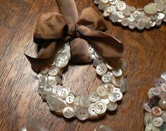 Cute little wreath made from buttons. Would be cute on the Xmas tree.