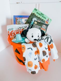 Toddler Halloween, Halloween Boo, Holidays Halloween, Halloween Gifts, Halloween Decorations, Fall Gift Baskets, Halloween Gift Baskets, Holiday Baskets, Halloween Care Packages