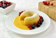 Lava cake cu ciocolata alba – reteta video via Lava Cakes, Pie Dessert, Cakes And More, Bagel, Doughnut, Catering, Muffin, Good Food, Sweets
