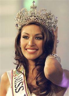 Dayana Sabrina Mendoza Moncada (1 de junio de 1986 en Caracas, Distrito Capital - Venezuela) es una modelo, actriz y reina de belleza venezolana , ganadora del los títulos de Miss Venezuela 2007 y Miss Universo 2008.