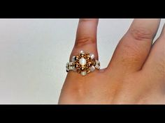 COMO HACER UN ANILLO DE FLOR ROSENTÓN SIMPLE-HOW TO MAKE A RING OF FLOR-ROSETTE SIMPLE - YouTube Wire Jewelry, Beaded Jewelry, Handmade Jewelry, Ring Tutorial, Diy Jewelry Inspiration, How To Make Rings, Ring Crafts, Wire Wrapped Rings, Jewelry Making Tutorials