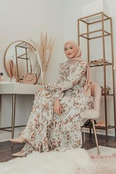 Garland Petal Wrap Gown as seen on Style this beautiful floral gown like – heels and Hijab for the perfect dress-up m Modern Hijab Fashion, Hijab Fashion Inspiration, Muslim Fashion, Modest Fashion, Hijab Fashion Summer, Winter Fashion, Hijab Dress, Hijab Outfit, Eid Outfits