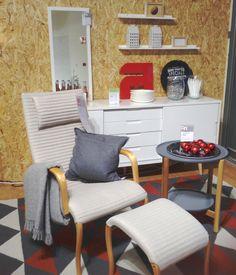 HARLEKIINI-lepotuoli ja rahi, ELISE-senkki Helsingin Lanternan myymälässä. #sisustus #sisustaminen #sisustusinspiraatio #askohuonekalut