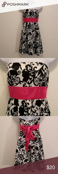 NWOT Forever Black White Tube Top Short Dress Never Worn, Bold Pink Tie Back Sash, Cool Print, Back Zipper, Flare, Accessories not included. Dresses