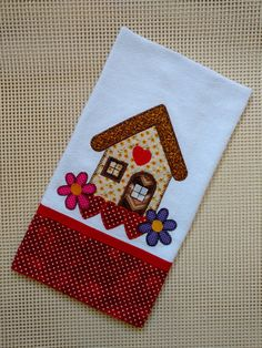 PANO DE PRATO CASINHA PASSARO VERMELHO | Princesinha da Serra | Elo7 Sewing Appliques, Applique Patterns, Applique Designs, Patch Quilt, Dish Towels, Tea Towels, Applique Towels, Decorative Towels, Christmas Makes