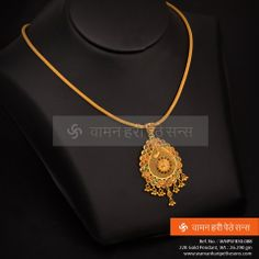 Trendy and amazingly pretty. Gold Necklace Simple, Gold Jewelry Simple, Gold Rings Jewelry, Gold Mangalsutra Designs, Gold Earrings Designs, Fancy Jewellery, Gold Jewellery Design, Gold Chain Design, Chains