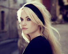 Hairstyle (Duffy like Brigitte Bardot). Blake Lively, Amy Winehouse, Retro, Joss Stone, Parisienne Chic, Female Character Inspiration, Black Headband, Persephone, Brigitte Bardot