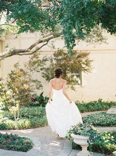 Elegant bridal style http://weddingsparrow.co.uk/2014/08/06/elegant-bridal-style-inspiration/