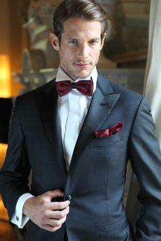 Burgundy BowTie & Handkerchief, navy blue suit. #groom Dark Blue Suit, Burgundy Suit, Dark Red, Navy Blue, Burgundy Color, Sharp Dressed Man, Well Dressed Men, Wedding Suits, Trendy Wedding