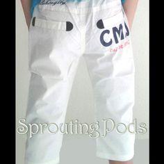 BN Korean style white CMJ bermuda with elastic waistband.Wordings CMJ is printed on a back pocket.(Sizes 120,140)