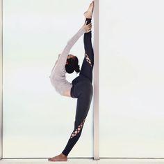 @seonia in the #AloYoga Entwine Legging #yoga #inspiration