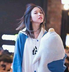 That Hair though // KPL Kpop Girl Groups, Korean Girl Groups, Kpop Girls, Nayeon, Soft Grunge Hair, Sana Momo, Myoui Mina, Twice Kpop, Japanese American
