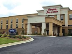 Opelika (AL) Hampton Inn and Suites Opelika  United States, North America Ideally located in the prime touristic area of Hamilton, Hampton Inn and Suites Opelika promises a relaxing and wonderful visit. The hotel offers guests a range of services and amenities designed to provide comfort and convenience. To be found at the hotel are 24-hour front desk, facilities for disabled guests, luggage storage, Wi-Fi in public areas, car park. Television LCD/plasma screen, non smoking ro...