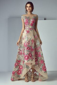 NewYorkDress carries beautiful dresses from top designers for weddings, prom, evening events and more. Shop our wide selection of gorgeous gowns today! Floral Maxi Dress, Dress Up, Robes Glamour, Party Frocks, Evening Dresses, Formal Dresses, Beautiful Gowns, Dream Dress, Pretty Dresses