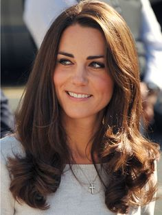 Love Kate Middleton's hair. She's such a classic, feminine beauty.