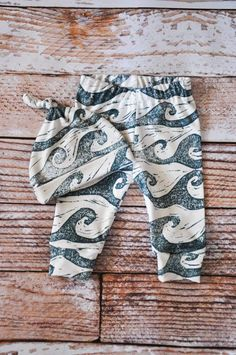 f0eb5a270f334 organic baby leggings, baby pants, baby leggings and hat, baby clothes,  organic baby,waves, ocean, sea, baby boy, baby girl, baby gift